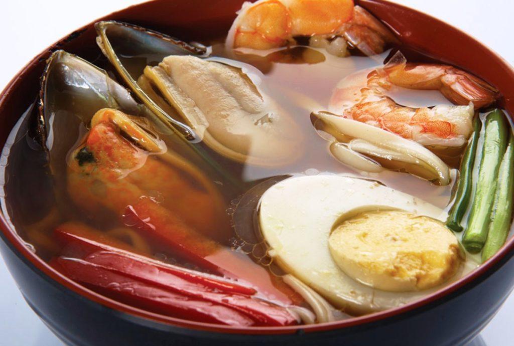 Луковый суп с мидиями и креветками