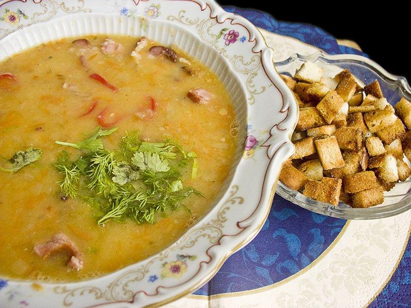 Суп из бобовых с копчёностями