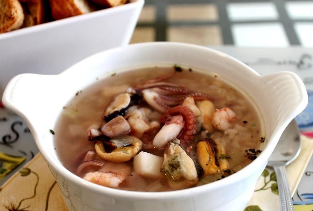 Суп с коктейлем из морепродуктов