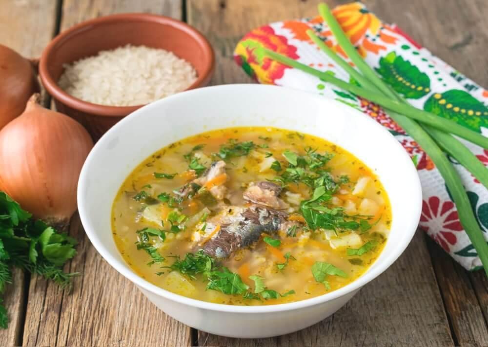 Суп из рыбных консервов и вермишели