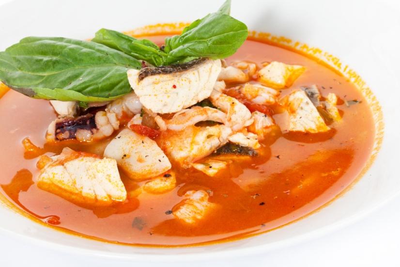 Суп с лососем по-средиземноморски