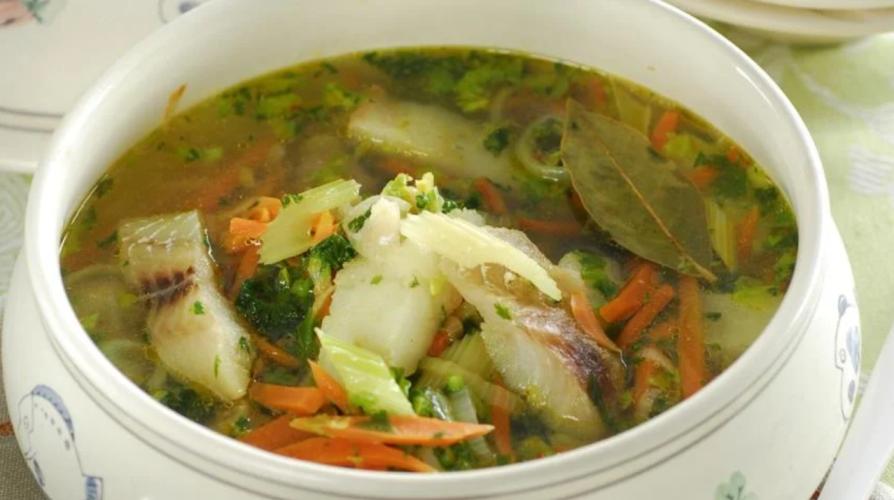 Рыбный суп без картошки с сельдиреем