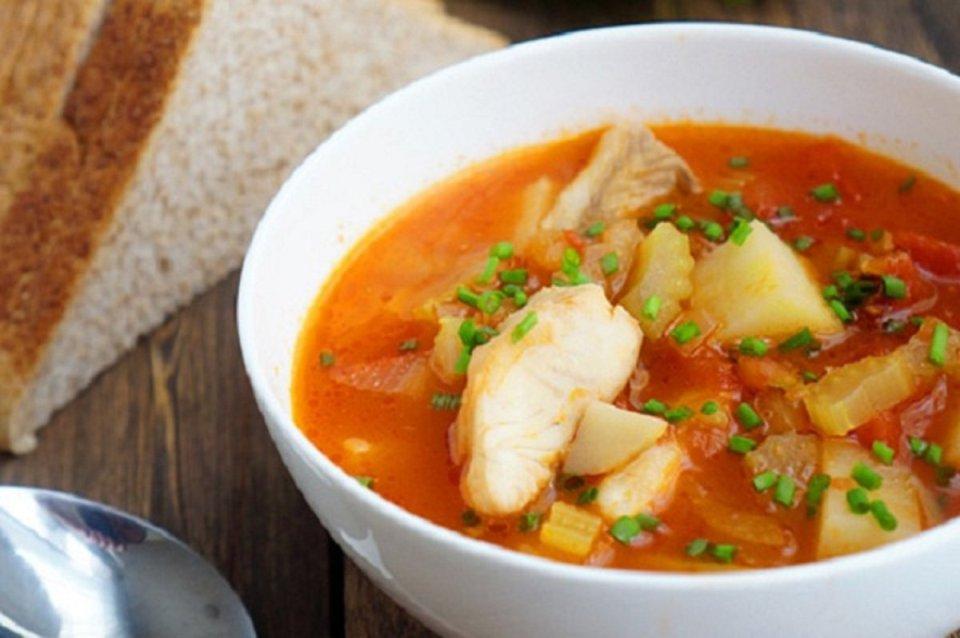 Суп из камбалы с томатом