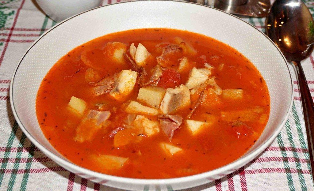 Суп рыбный с томатом и грибами